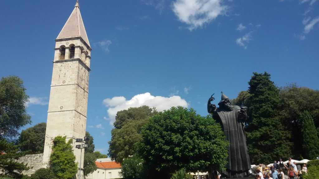 Estatua de San Gregorio Nin