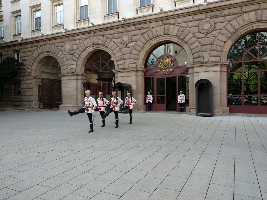 Cambio de guardia en el edificio de la Presidencia de la República de Bulgaria