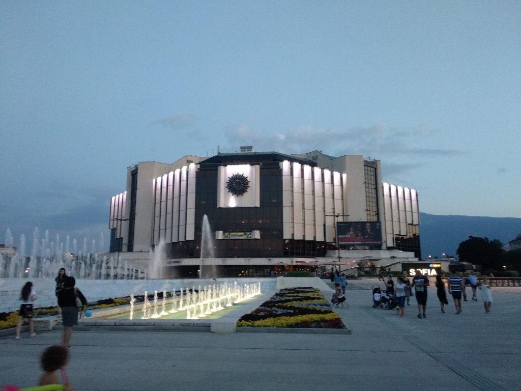 Palacio Nacional de cultura al atardecer - Sofia