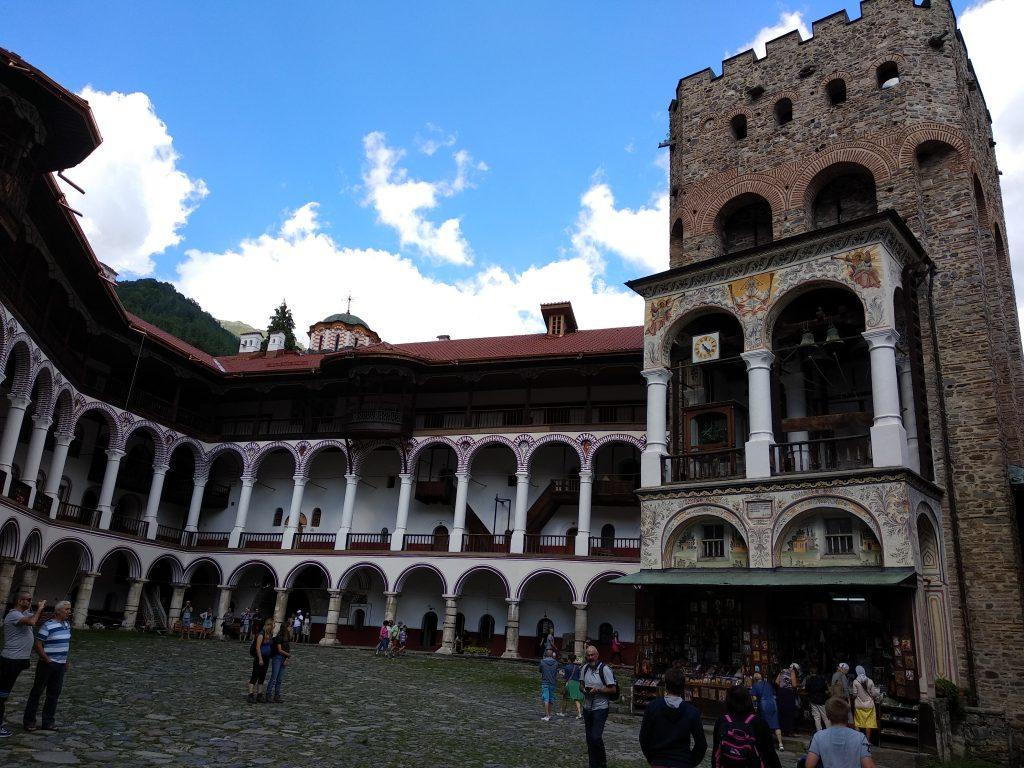 Torre de Hrelyu en el recinto del Monasterio de Rila