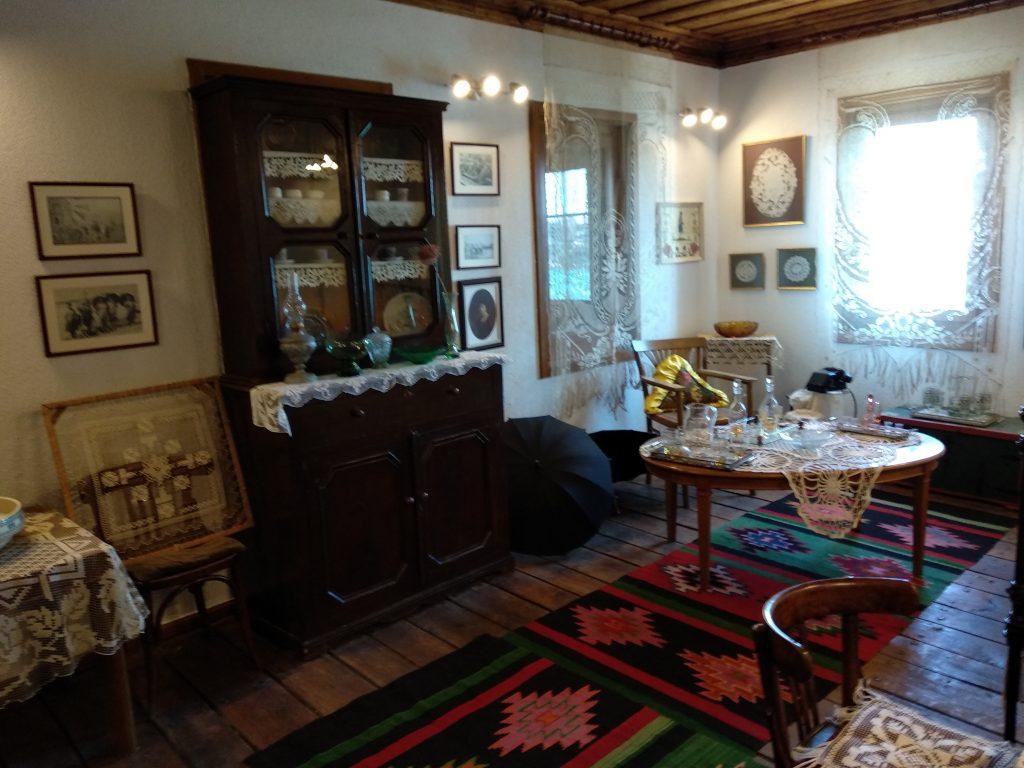 Recreación de un salón en el museo etnográfico de Sozopol