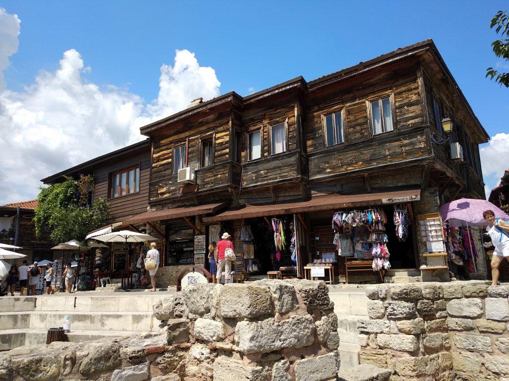 Casa de madera típica de Nesebar y similar a las que tiene Sozopol