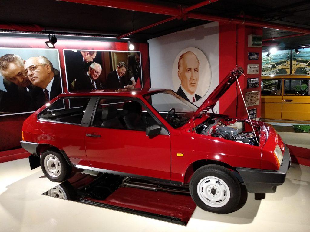 """Y uno de los más """"nuevos"""", el Lada Samara"""